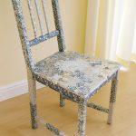 Красивый декор стула в виде мозаики в технике декупаж