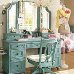 Красивый туалетный столик в бирюзовом цвете