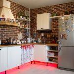 Кухня с подсветкой без верхних шкафов