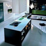 Кухня в современном силе без верхних шкафов