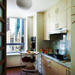 Небольшая кухня со шкафчиками-антресолями
