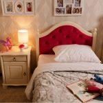 Односпальная кровать с мягкой спинкой с вставкой каретная стяжка