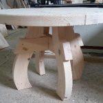 Самодельный стол из массива без дополнительной обработки
