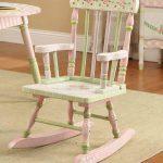 Шикарный стул-качалка для девочки в технике декупаж