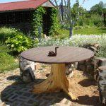 Стол и табуретки из подручных материалов на дачу