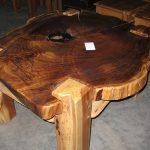 Стол из цельной деревянной плиты