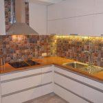 Столешница из дерева для современной кухни