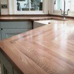 Кухонная столешница из массива дерева для кухни неправильной формы