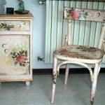 Тумба и стул в цветочной технике декупаж