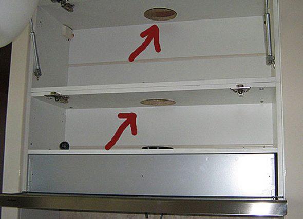 Отверстия в средней части шкафа