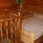 Деревянная кровать своими руками на мансардном этаже