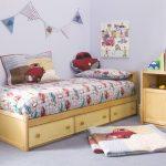 Детская кроватка с выдвижными ящиками и тумбой своими руками