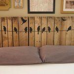 Изголовье кровати с оригинальным ручным оформлением