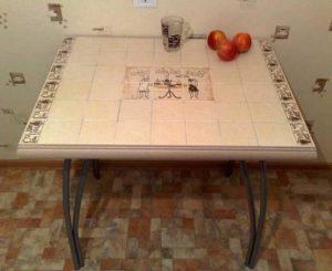 Стол с керамической плиткой