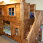 Шикарная кровать-домик из дерева ручной работы