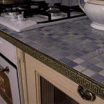 Столешница из мозайки для кухни в сиреневом цвете