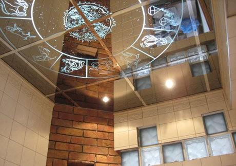 Зеркала с прозрачным орнаментом