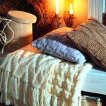 Белый объемный плед на кровать ручной работы