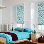 Бирюзовый цвет для оформления спальни с небольшим количеством мебели