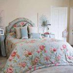 Цветочный рисунок для кровати с цветочным изголовьем
