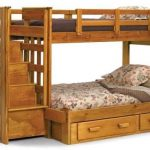Двухуровневые кровати для детей из дерева