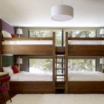Двухъярусная деревянная кровать с четырьмя спальными местами