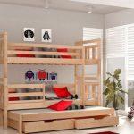 Двухъярусная деревянная кровать с тремя спальными местами