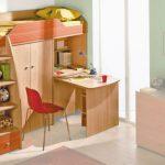 Двухъярусная кровать чердачного типа со шкафом и письменным столом