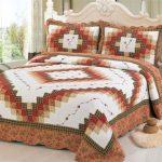Геометрические рисунки на покрывале для кровати