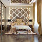 Классическая спальня с красивой кроватью и шкафом-купе