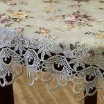 Красивая цветочная скатерть с кружевами