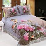 Красивое покрывало на кровать с цветочными мотивами