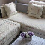 Красивые нежные покрывала для уюта в интерьере гостиной