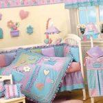 Красивый комплект постельного с одеялом в кроватку малыша