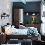 Маленькая спальня с комплектом модульной мебели