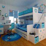 Морская детская с бело-голубой кроватью