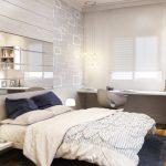 Небольшая светлая спальня с зеркалом у изголовья
