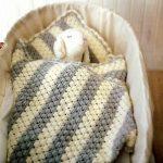 Оригинальная вязка для детского полосатого пледа