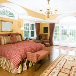 Оригинальное клетчатое покрывало для большой кровати