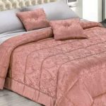 Плотное теплое покрывало из жаккарда в розовом цвете