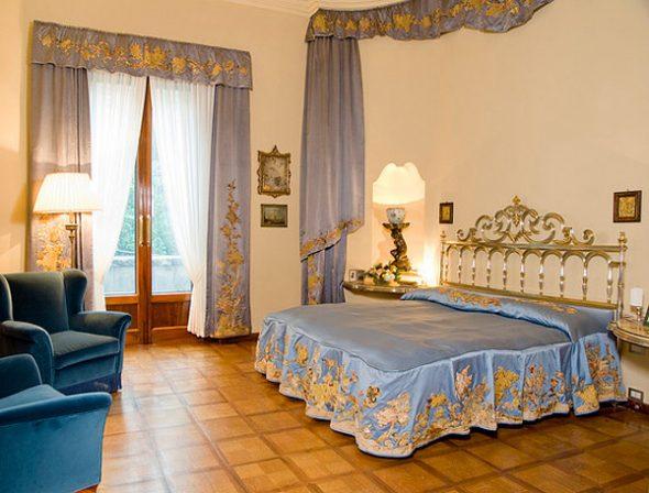 Покрывало для кровати и шторы из одинаковой ткани
