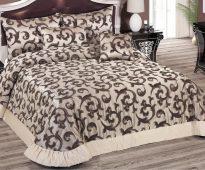 Покрывало и подушки с рисунком - завитки