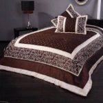 Покрывало на кровать в бежевом и коричневом цветах