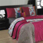 Разноцветное гобеленовое покрывало для большой кровати