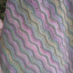 Разноцветные волны для детского пледа в кроватку или в коляску