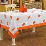 Скатерть с цветами с оранжевым декором