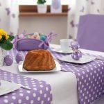 Скатерти-дорожки и салфетки в тон для декора обеденного стола