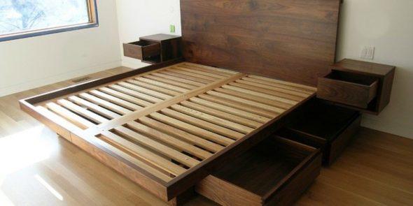 Кровать с деревянными ламелями