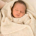 Воздушное вязанное одеяло для новорожденного