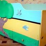 Выдвижная кровать с двумя спальными местами удобна для дошкольников